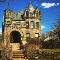 Castle architecture in a house in Old West End Toledo, Ohio by @Ravenslore on…