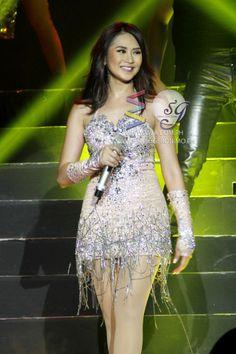 Beautiful Filipina Act...
