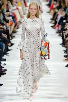 Valentino Spring 2018 Ready-to-Wear Collection Photos - Vogue