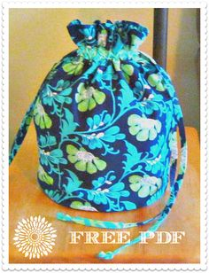 ✿ Drawstring Round-bottom Gym or Beach Bag – Free PDF Pattern by Nancy Crenshaw