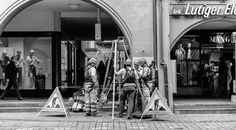 Kanalarbeiter in Bern Bern, Oversized Mirror, Moving Pictures, Monochrome