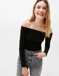 Bershka Portugal - Fitted T-shirt with off-the-shoulder neckline