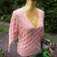 V-Pullover Lachsrosa von Meine Strickerei auf DaWanda.com