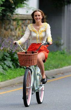Blair Waldorf Fashion: 2x02 Never Been Marcused