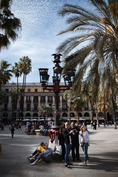 Plaça Reial – Barcelona's palm-filled square/playground (Gothic Guarter)