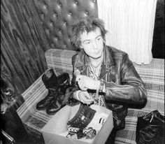 Sid Vicious putting his punk on.