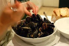 I could eat mussels all day long. Mussels, Travelling, Pudding, Meat, Desserts, Food, Tailgate Desserts, Deserts, Custard Pudding