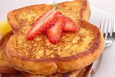 Haylie Pomroy's Fast Metabolism phase 1 breakfast diet. Strawberry french toast with sprouted-grain bread