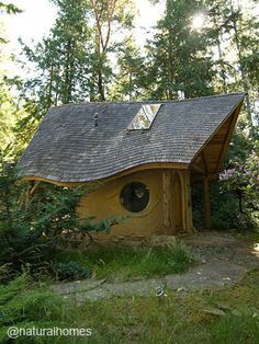 """""""While [we] are dreaming about building [our] own natural home, take a few design ideas from this Canadian cob house. Maybe it's time to start a design notebook…"""" -Natural Homes share"""