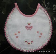 Cross Stitch Cards, Cross Stitch Baby, Cross Stitch Patterns, Bib Pattern, Baby Sewing Projects, Baby Bibs, Diy Crafts, Crochet, Crochet Baby Bibs