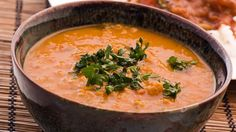 """Linsensuppe ist eines der beliebtesten Hausmannsgerichte. Eine indische Rezept-Variante haben wir für Sie aus dem Lokal """"Zaika"""" in Berlin."""