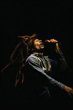 Bob Marley, Rasta Lion at The Roxy, November 1979 Bob Marley Legend, Reggae Bob Marley, Reggae Rasta, Reggae Music, Fotos Do Bob Marley, Bob Marley Pictures, Marley Family, Jah Rastafari, Dancehall Reggae
