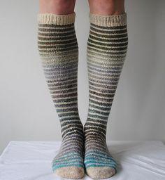 Knitting Socks, Knitted Hats, Knit Socks, Knitting Designs, Knitting Patterns, Mittens, Lana, Crochet Projects, Knit Crochet