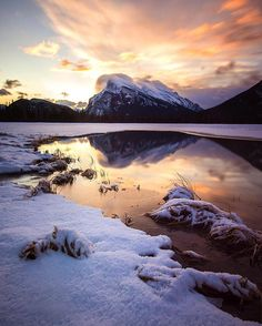 regram @mthrworld Banff National Park. Canada at it's best.  by: @denemiles  #explorecanada #banff #hiking #natureaddict #landscapes #nakedplanet #traveltheworld #travelling #traveling #travelgram #instatravel #mytravelgram #wonderful_places #worldtravelpics #worldcaptures #doyoutravel #igtravel #landscape_lovers #earthpix #landscape #beautifuldestinations #travelphotography #instanature #awesomeearth #ourplanetdaily #wildernessculture #travelingram #adventureculture #awesome_earthpix…