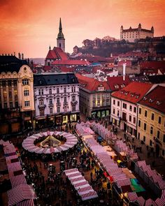 Christmas Market in Countries Europe, Countries To Visit, Countries Of The World, Vacation Destinations, Vacation Trips, Places To Travel, Places To Visit, Bratislava Slovakia, Wonderful Picture