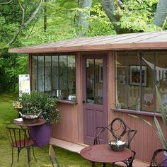 Diverted from their original function, shelters and garden huts become real little houses, guest rooms, offices, country houses or secret gardens … Source by mariehlnelebeul