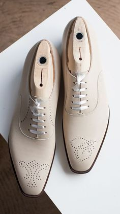 White Oxford Brogues Toe Stylish Leather Lace Up Formal Dres.- White Oxford Brogues Toe Stylish Leather Lace Up Formal Dress Shoes For Men - White Leather Shoes, White Shoes, Suede Leather, Leather Men, Cowhide Leather, Real Leather, Soft Leather, Der Gentleman, Gentleman Shoes