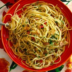 Aglio e Olio   WHAT the HECK do I eat NOW Vegan Lunch Recipes, Delicious Vegan Recipes, Dairy Free Recipes, Vegan Food, Great Recipes, Favorite Recipes, Healthy Recipes, Healthy Eats, Healthy Snacks