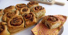 Tear and Share Pesto Bread Pesto Bread, Muffin, Yummy Food, Healthy Recipes, Baking, Breakfast, Morning Coffee, Delicious Food, Bakken
