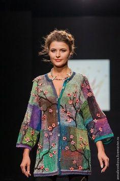 Knitted patchwork with crocheted surface decoration. Crochet Bolero, Freeform Crochet, Crochet Blouse, Irish Crochet, Knit Crochet, Moda Fashion, Crochet Fashion, Womens Fashion, Knit Jacket