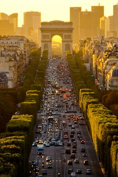Paris 2007 Revisited - Up The Champs-Élysées by _Vee_ on Flickr.