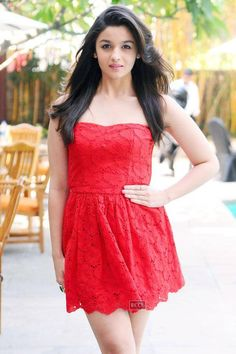 Alia Bhatt: Red hot stunner Alia Bhatt, daughter of Mahesh Bhatt, made her debut with Karan Johar's Student of The Year in 2012. Ever since she has been bagging female lead roles in films like HIghway, 2 States and Humpty Sharma Ki Dulhania. She is undoubtedly one of the hottest face in Bollywood these days.