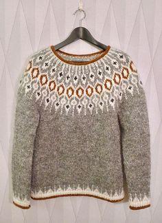 ― Karolina Brobergさん( 「Tack så mycket för all fin respons för min version av tröjan Telja! Hand Knitted Sweaters, Sweater Knitting Patterns, Knit Patterns, Fair Isle Knitting, Hand Knitting, Pull Jacquard, Icelandic Sweaters, Knitting Projects, Knitwear
