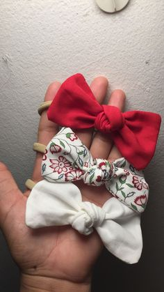 Sailor Hair Bow Sewing Tutorial and Free Printable PDF Pattern - Hair Bows - Baby Headbands Dog Hair Bows, Fabric Hair Bows, Toddler Hair Bows, Diy Headband, Baby Headbands, Barrettes, Hairbows, Scrunchies, Baby Girl Hair Accessories