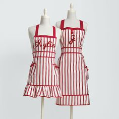 Love these aprons!!  not that I have ever worn one... but maybe if I had one, I would wear it just to be cute!  hehe