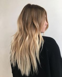 The 74 hottest blonde hair looks to copy this summer. blonde-balayage-look- Balayage Straight, Blonde Balayage Highlights, Hair Color Balayage, Chunky Highlights, Caramel Highlights, Color Highlights, Blonde Hair Looks, Brunette Hair, Color Correction Hair