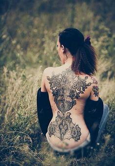Elegant backpiece created by Marco Manzo and Francesca Boni (Hellfritz Fotografie).