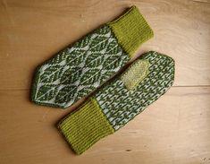 Lövvantar /leaf mittens by Elin Åkelius, Växjö (dela dina vanttar! Mittens Pattern, Knit Mittens, Knitted Gloves, Fair Isle Knitting Patterns, Crochet Patterns, Yarn Projects, Knitting Projects, Wrist Warmers, Textiles