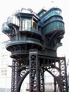 This looks like a dream house, if steel could dream I bet it would dream up a house like this.