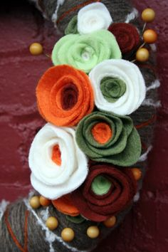 Yarn Wreath Tutorial {how to felt} - Home Stories A to Z Faux Flowers, Diy Flowers, Fabric Flowers, Paper Flowers, Felted Flowers, Flower Pots, Felt Diy, Felt Crafts, Fabric Crafts