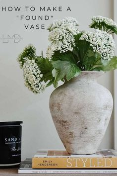 How to make a found pottery vase out of a glass vase. Diy Painted Vases, Spray Paint Vases, Spray Paint Flowers, Pottery Painting, Pottery Vase, Diy Painting, Painting Vases, Olive Jar, Vintage Vases