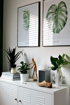 home office - green and white colour scheme with lots of lovely plants // floral, fauna, greenery, vintage, modern, flower art // home office, clean modern office, office inspiration, minimalistic, minimalism