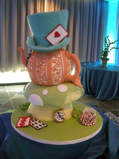 Mad Hatter's hat, shrooms, and a teapot, a reference to Alice in Wonderland, but not over the top cake