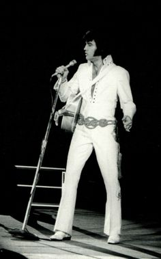 Elvis live - Unknown location. November 1970.