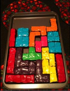 Tetris Brownies!! So cool! Must do and bring to work : )