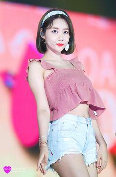 Kpop Girl Groups, Kpop Girls, Kwon Mina, Lily Chee, Fnc Entertainment, Seolhyun, Korean Actresses, Asian Girl, Beautiful Women