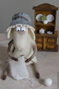 Купить Овечка Изольда - бежевый, овечка, овечка игрушка, валяная игрушка, овца, шерсть 100%