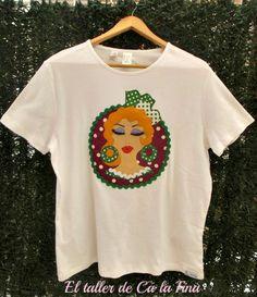 Camiseta flamenca de mujer, modelo Marismeña en morado y verde #camisetasflamencas #camisetaspersonalizadas #camisetasdecoradas