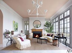 In this Seattle home revamped by Jeffrey Bilhuber, a ceiling coated in Farrow & Ball's Setting Plast... - Richard Powers
