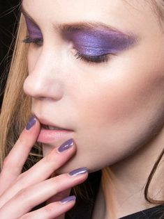 How to Pull Off Ultra Violet Makeup, the 2018 Pantone Color of the Year