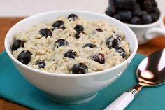 Craving a bursting-with-blueberries muffin? This #breakfast bowl has the same yummy flavors… and is WAY more filling! YUM! #SmarterSweets #LowCal