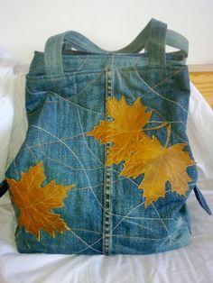 Upcycled Jeans bag with maple leaf motif Jean Purses, Denim Handbags, Diy Bags Purses, Denim Purse, Mode Jeans, Denim Ideas, Denim Crafts, Altering Clothes, Recycled Denim