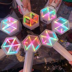 Me gusta, 2 comentarios - EXO 엑소 Lightstick Exo, Chanyeol, Bts K Pop, Blackpink And Bts, Kpop Merch, Line Friends, Kpop Aesthetic, Kawaii, Pictures