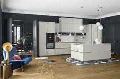 Une cuisine contemporaine sans poignées et pleine de style