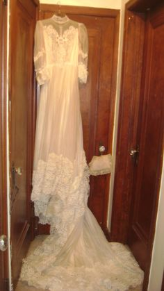 VINTAGE WEDDING DRESS In BEST64050s Garage Sale INDEPENDENCE MO For 15000