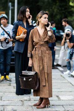 Street style at Milan Fashion Week Spring/Summer 2017 La Fashion Week, Estilo Fashion, Milano Fashion Week, Milan Fashion, 2000s Fashion, Fashion Weeks, Look Street Style, Street Style Looks, Street Chic